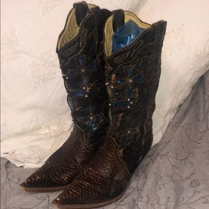 Corral Boots Musgo Python boots with crosses